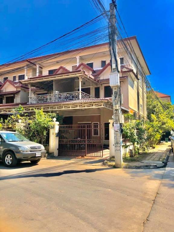 Corner twin villa for Sale, 3-road with fantastic view (below market, Urgent Sale)