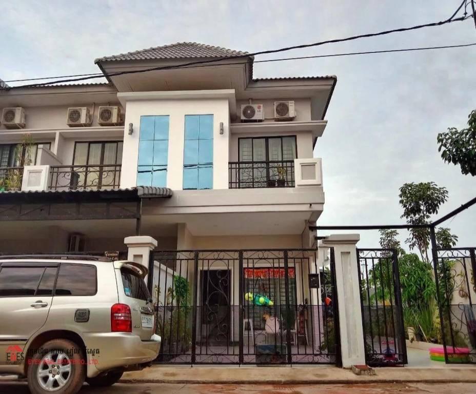 Villa for sale At Chbar Ampov
