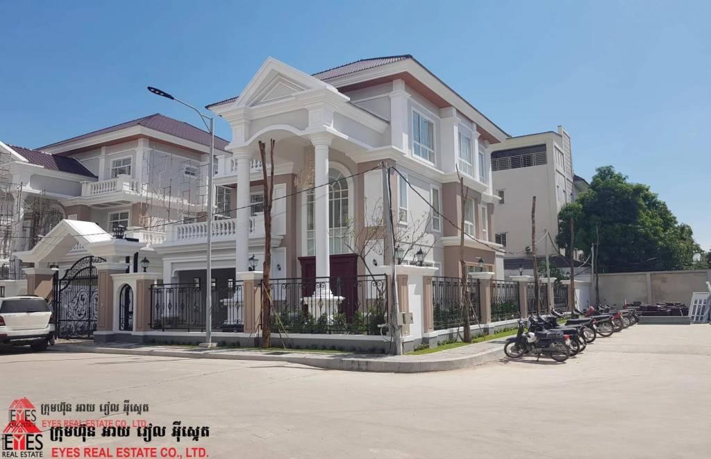 Villa for sales at Borey Peng Hort Boeung Snov Price USD1,700,000.00 (negotiate)