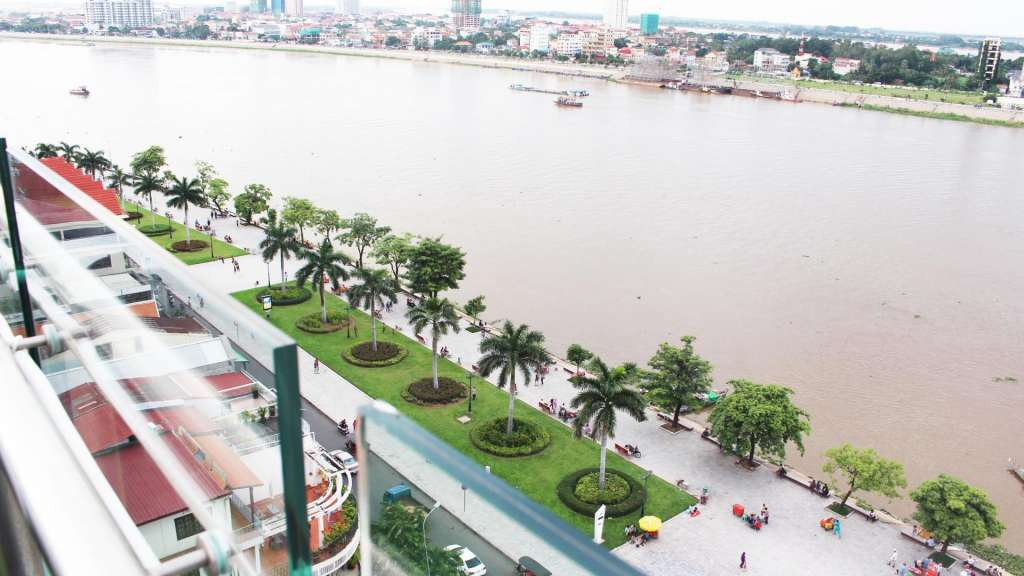 Phnom Penh Absolute Riverfront Hotel
