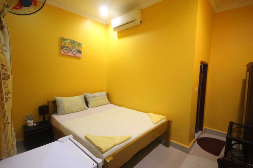 10 Room Guesthouse and Restaurant in Busy Tourist Area