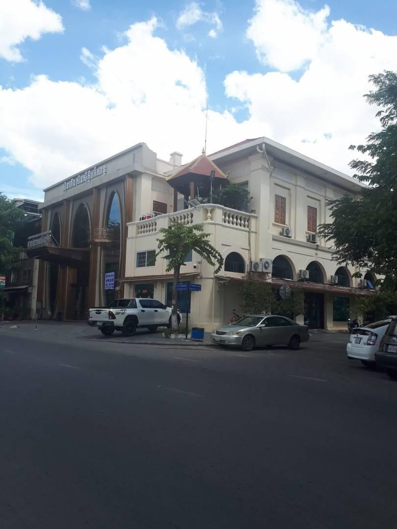 出租 办公室 Daun Penh